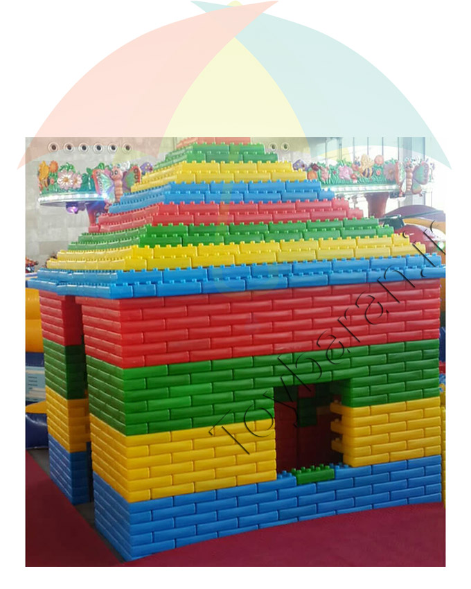 آجر خانه سازی کودکان بزرگ