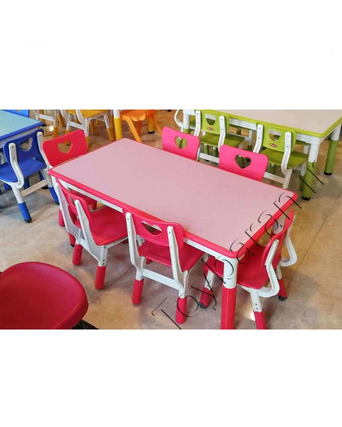 میز و صندلی مناسب برای کودکان